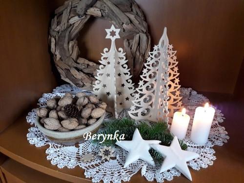 Dřevěný vánoční stromeček-nahoře se špičkouSKLADEM