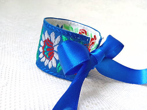 Slovak folklore bracelet (blue/white)