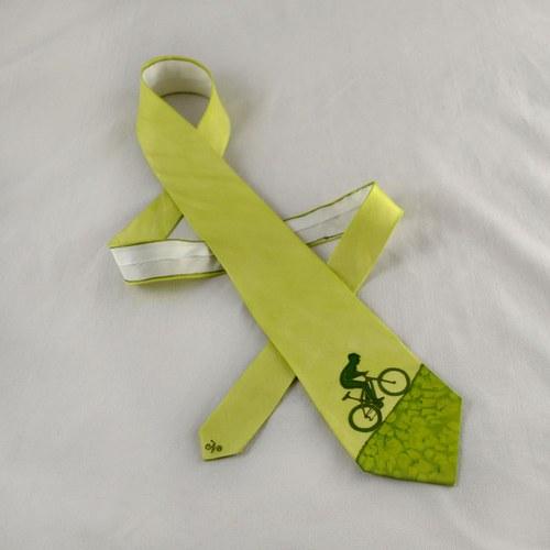 Hedvábná kravata s cyklistou do kopce sv. zelená