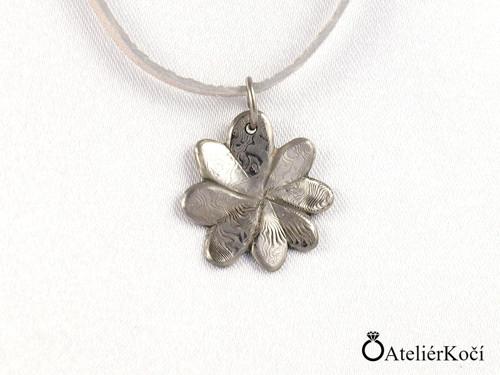 Originální přívěsek z damasteelu - čtyřlístek