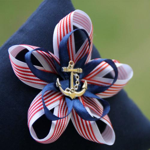 Námořnická svatba: polštářek pod prstýnky s kotvou