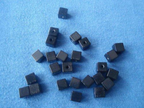 Kostička černá, pryskyřicová - 30 Ks