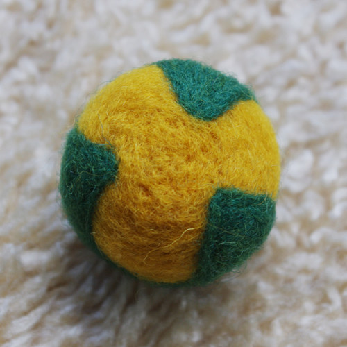 Plstěný míček žlutozelený