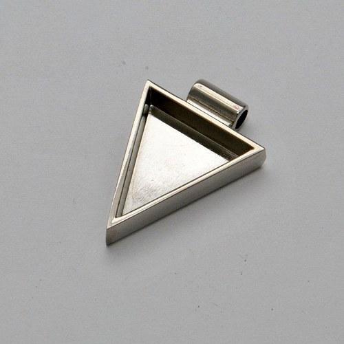 Kovový základ na přívěsek trojúhelník / stříbrný