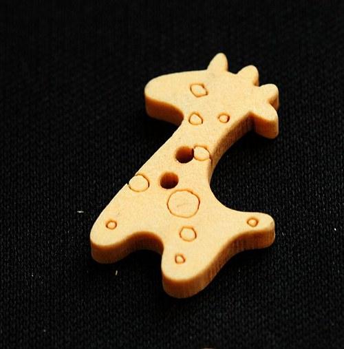 Dřevěný knoflík ŽIRAFA 5ks