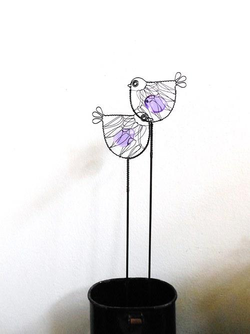 Ptáček s fialovým oblázkem