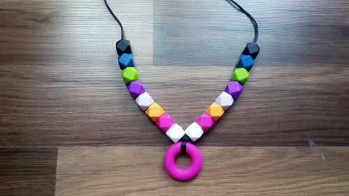 Silikonový náhrdelník - růžový donut + hexagon