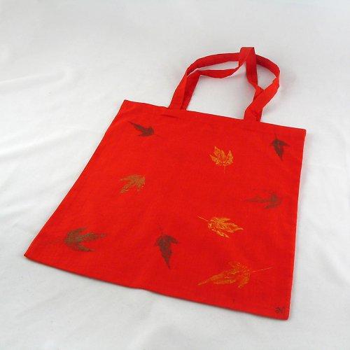 Nákupní taška s barevnými listy - červená
