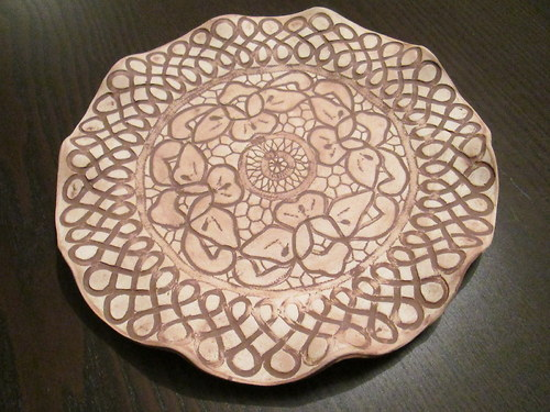 Keramický talíř s krajkou