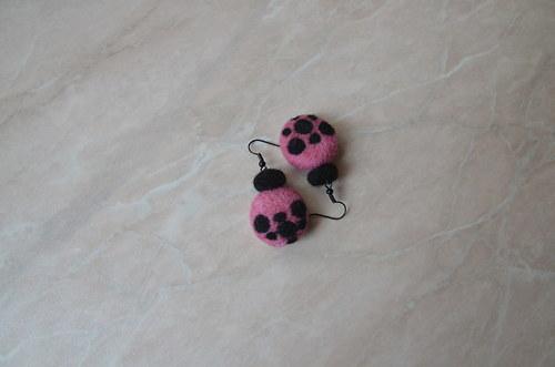 Růžovo-černé s puntíky
