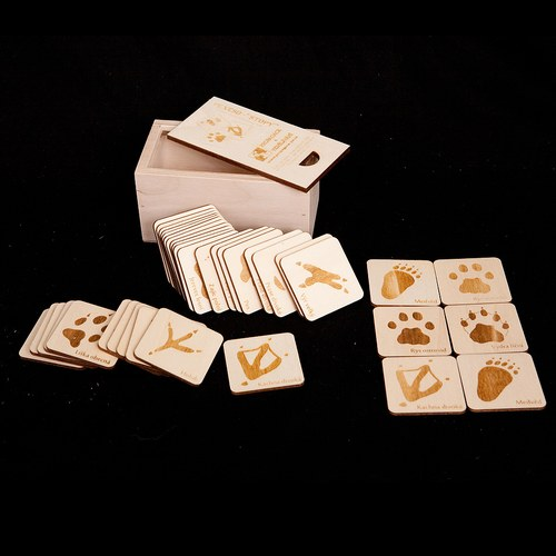 Pexeso - 9 motivů, krabička, stopy / listy