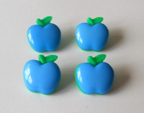 Větší plastový knoflík jablíčko - 4 ks
