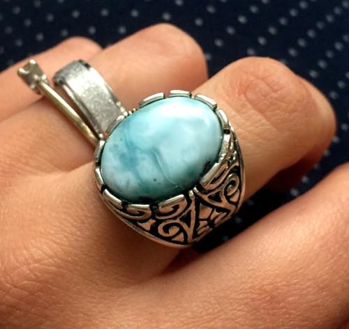 Masivní vintage prsten s pravým larimarem