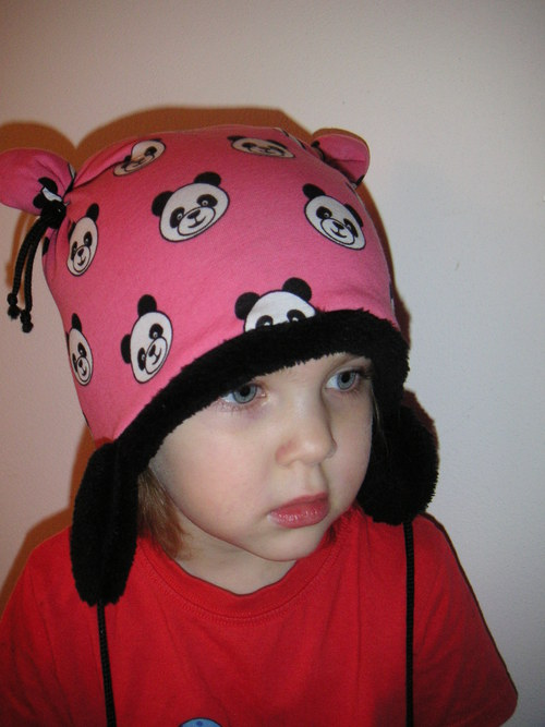 Čepice s pandami (zateplená)