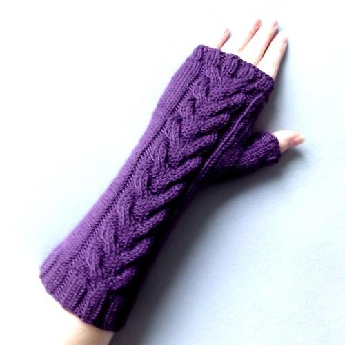 Tmavě fialové návleky na ruce