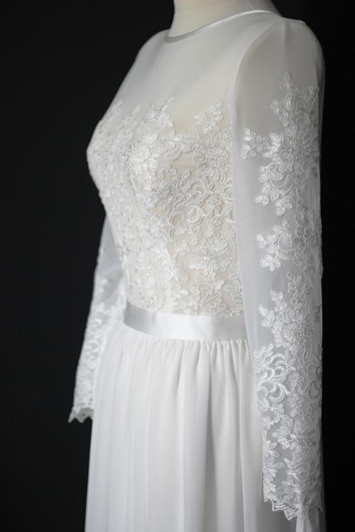 Svatební šaty s týlním živůtkem vyšitý krajkou
