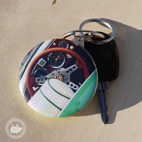 Klíčenka s otvírákem - auto