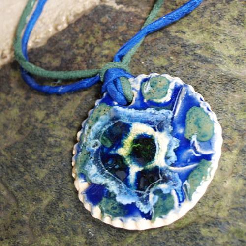 Hra barev-keramický šperk