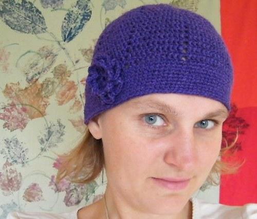 Fialová čapka