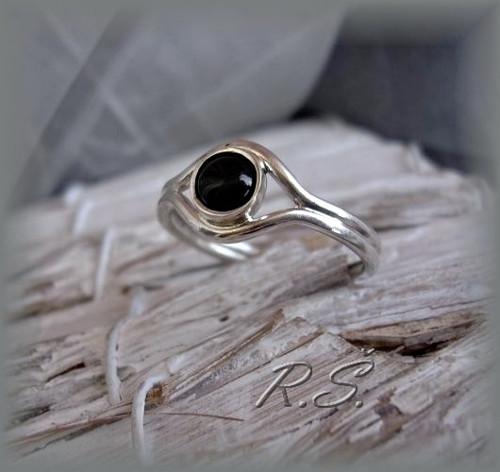 Onyx v hladké obrubě prstýnek ...