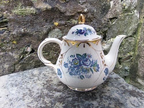 Porcelánová čajová konvička /t30/ Modré kvítí