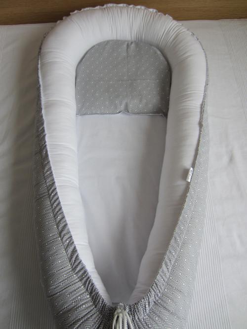 Hnízdečko - geo šedá