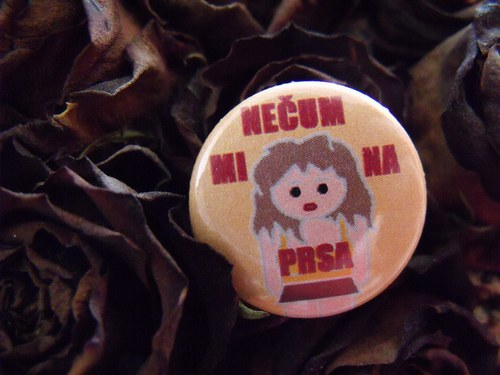 "Button ""Nečum mi na prsa\"" 1 (25 mm)"