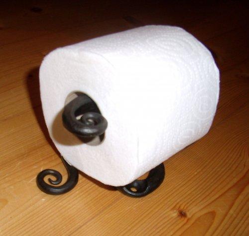kovaný držák na wc papír