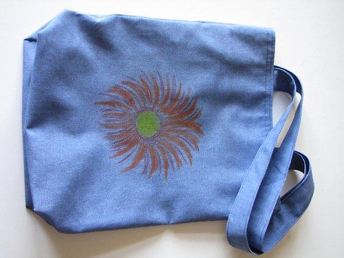taška s květinou