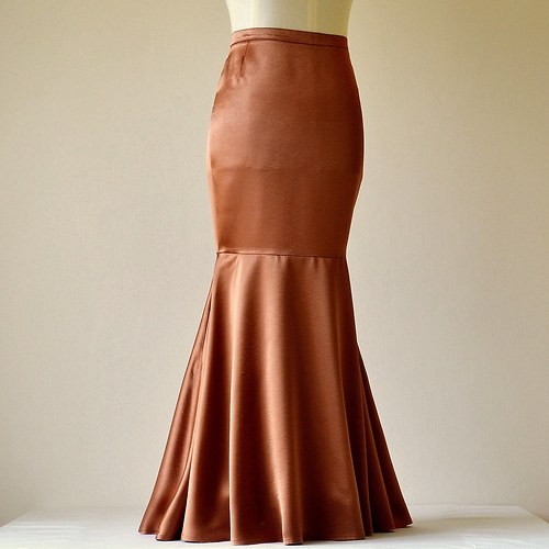 Saténová sukně světle hnědá (sleva z 1279,-Kč)