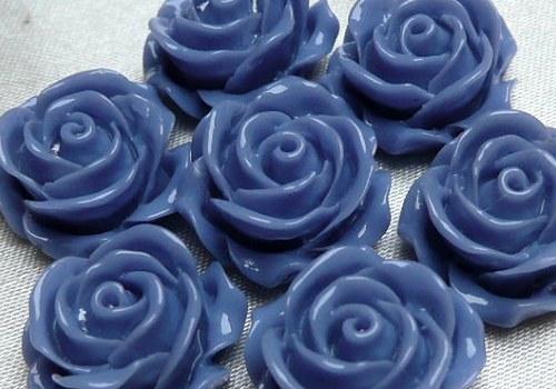 Plastová růže plnokvětá 15 mm - stř. modrá / 2 ks