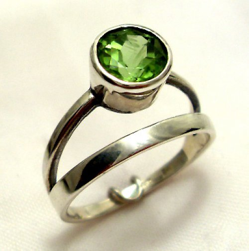 Prsten «Jezero» - stříbro 925/1000, olivín