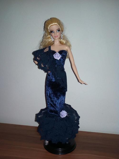 Modré večerní šaty