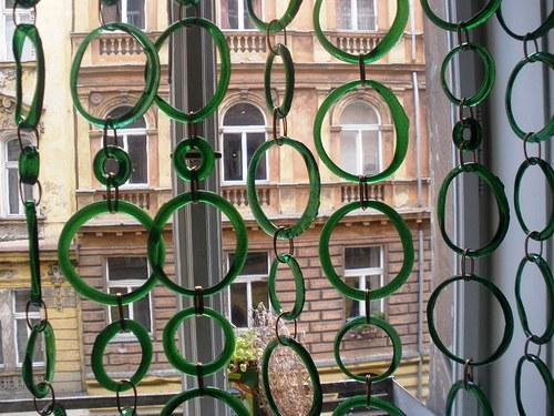 skleněná dekorace na okno