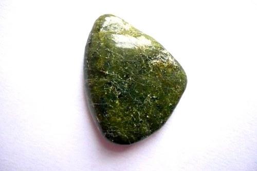 Tromlovaný kámen – serpentinit XL (hadec), č.1