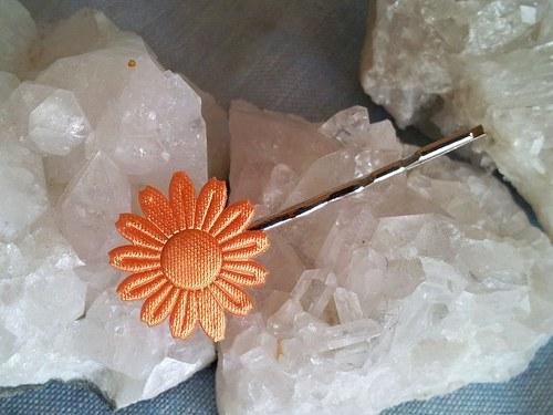 Saténová květinka do vlásků - oranžová na stříbrné