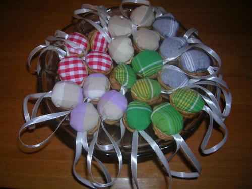 Vánoční ozdoba - oříšek béžovofialová kostička