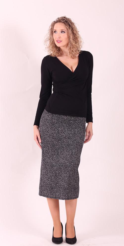 Šedočerná dlouhá sukně s drobným vzorem