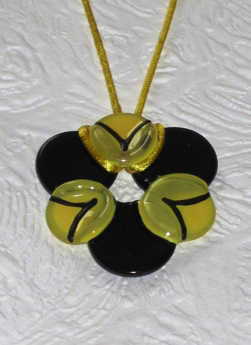 černo-žlutý