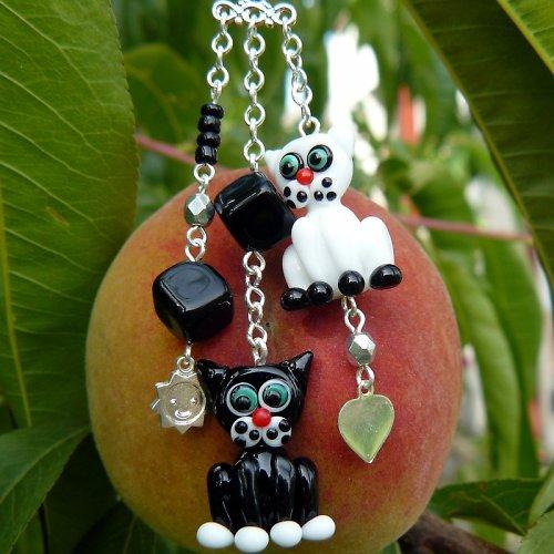 Přívěsek na karabině - kočky - vinuté perle
