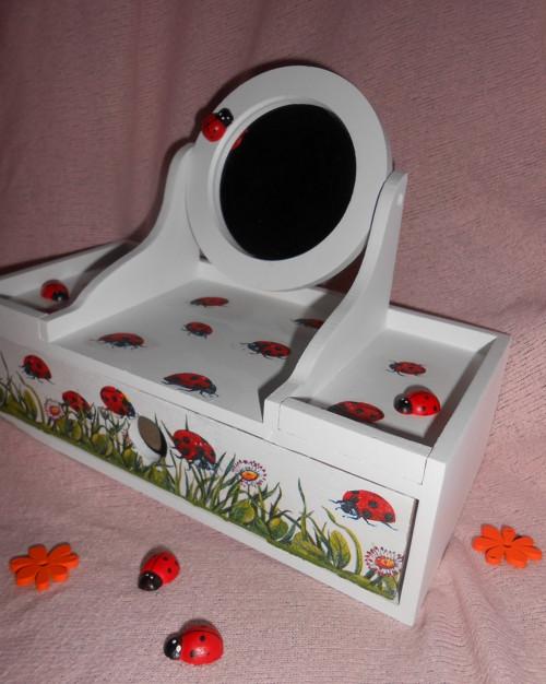 Toaletka pro malé parádnice - Berušky