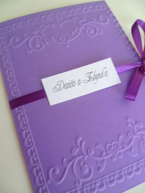 Svatební oznámeníčko ve fialové barvě