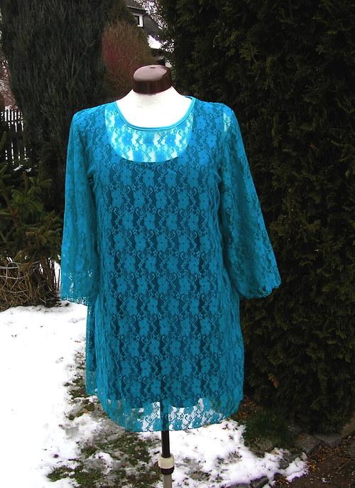 Smaragdová krajková tunika s topem