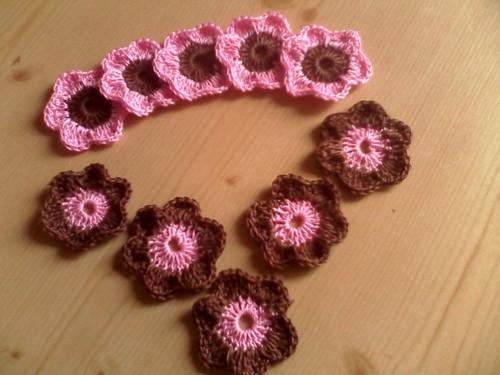 hnědo- růžové kytičky