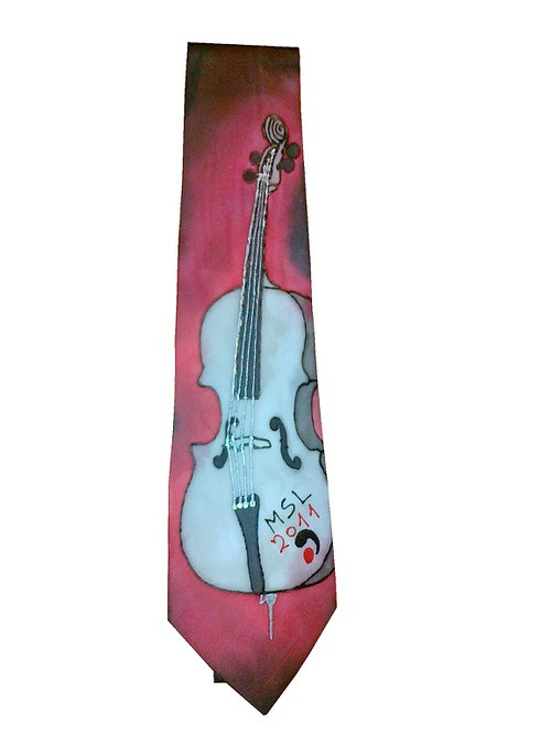 Kravata v violoncellem