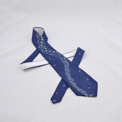 Tmavě modrá hudební kravata s notovou osnovou