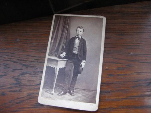 Mladý muž ...stará kabinetní fotografie