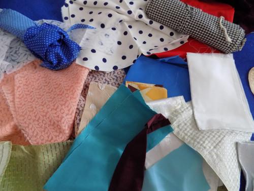 Retro zbytečky látek - vhodné pro šití na panenky
