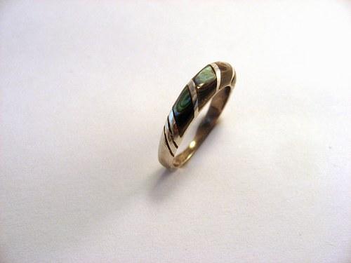 Zebra II. ring: prsten stříbr.kámen nebo perleť.