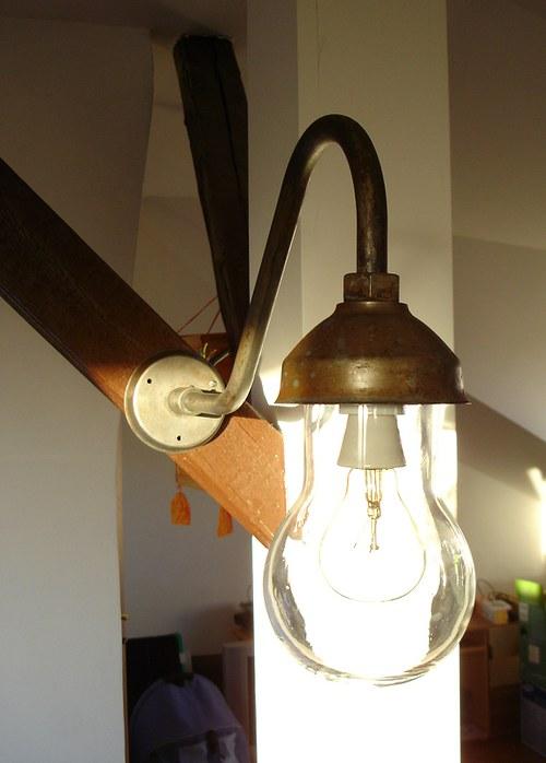 Poslední Lampa nástěnná,industriální až fabriční.